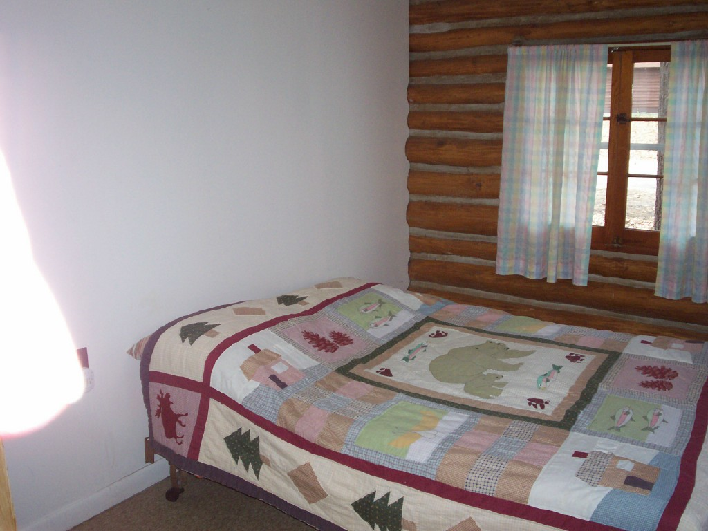 Cabin6Bedroom.jpg